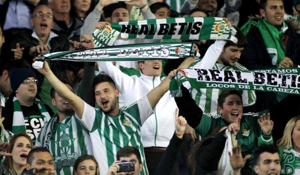 La Junta facilitará un carné inmune para acudir al fútbol o a grandes eventos