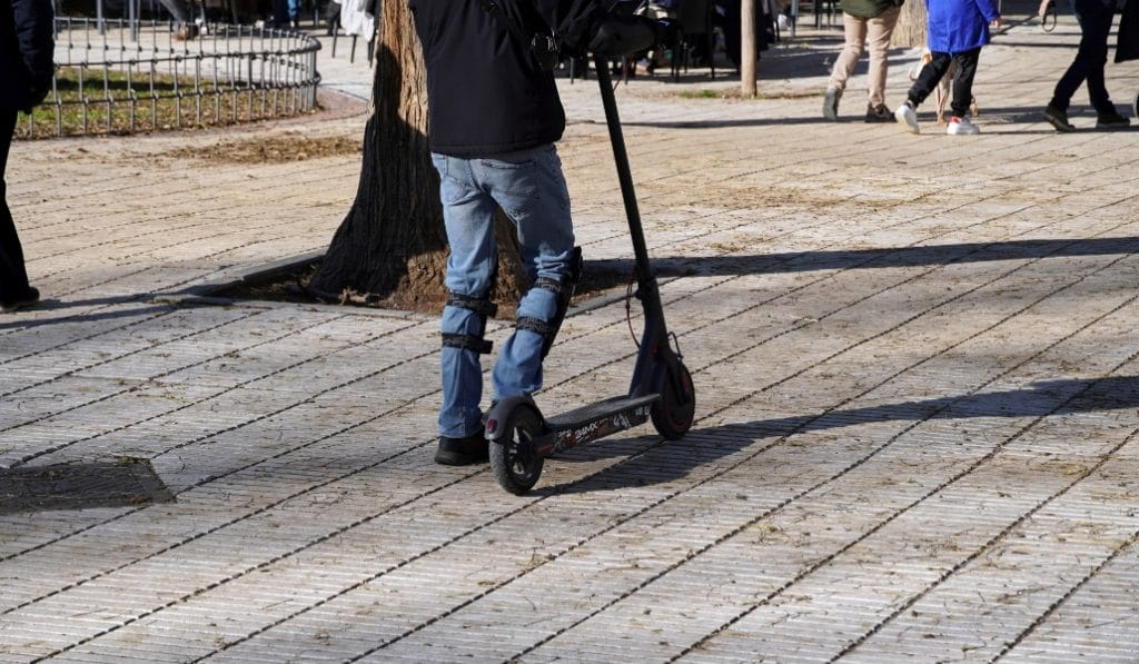 Los patinetes que circulen por las aceras serán multados