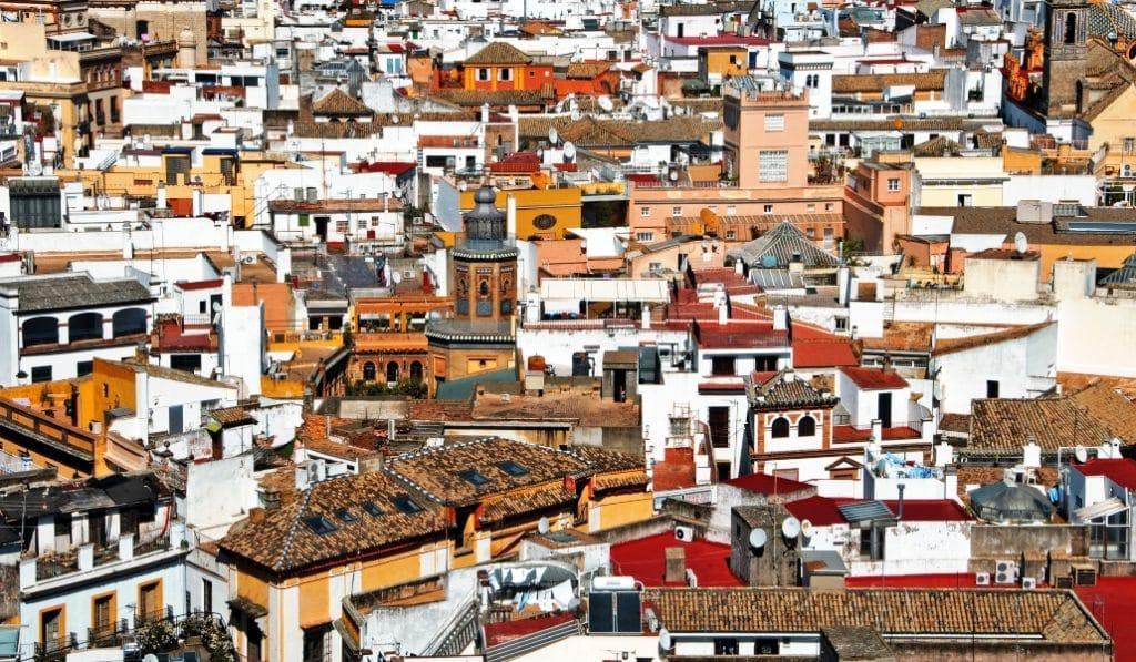 Crean un perfume a partir de los olores de un barrio pobre de Sevilla