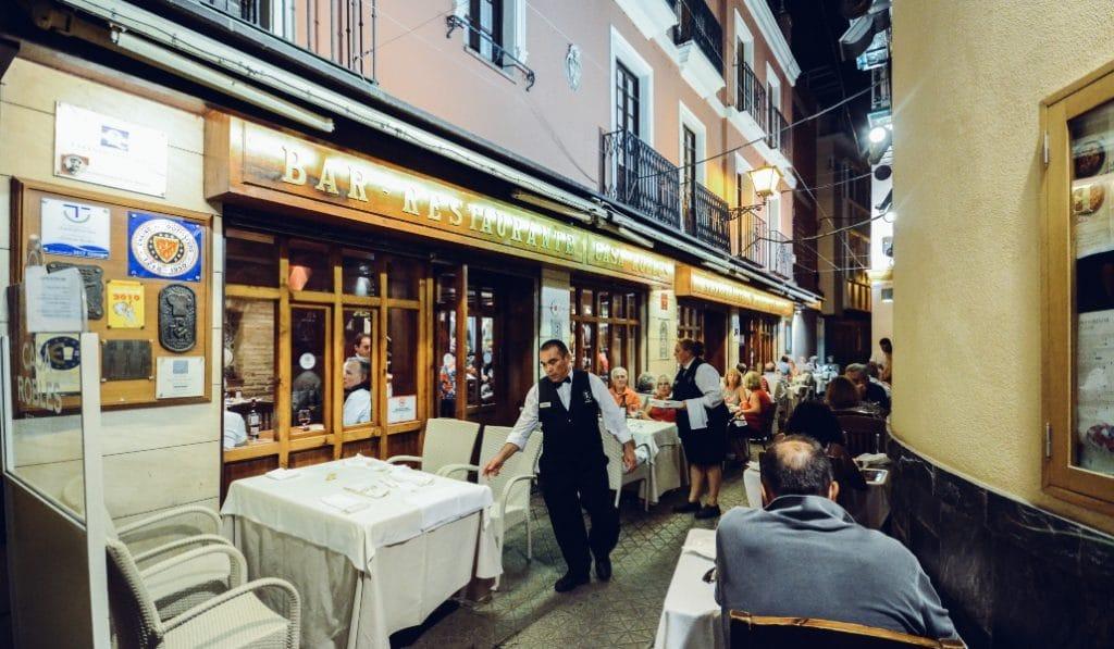 Nuevas restricciones en Andalucía: cierre de la hostelería a las 18:00 y toque de queda a las 22:00