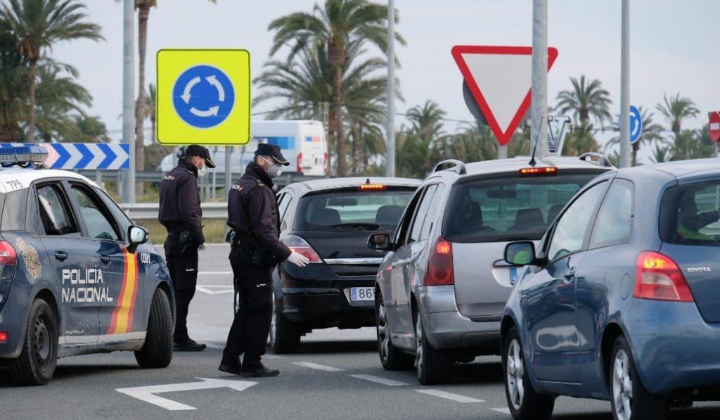 Andalucía vuelve a cerrar perimetralmente sus provincias y reduce las reuniones a cuatro personas