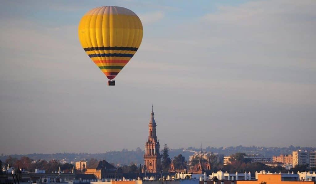 El cielo de Sevilla se llenará de globos durante la Feria y tú podrás volar en uno