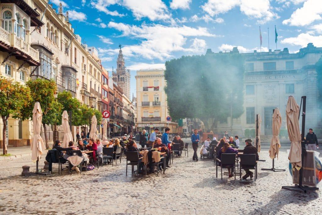 Sevilla recuperará el 100% del aforo en las terrazas a partir del viernes