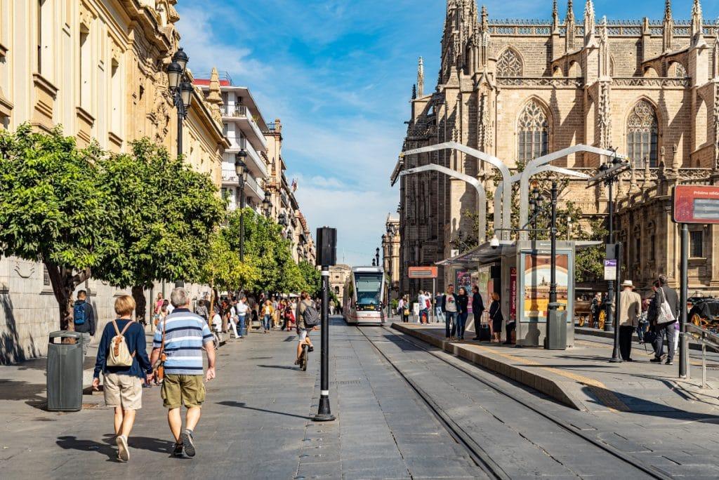 El Ayuntamiento pondrá toldos en la Avenida de la Constitución en la primavera de 2022