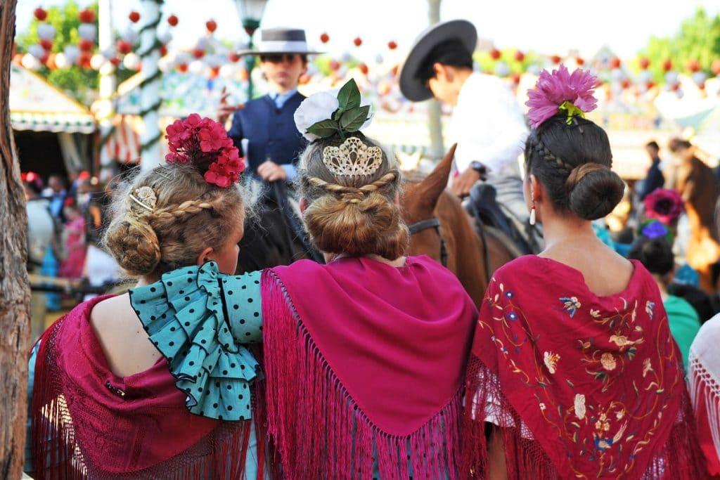 El Ayuntamiento propone vestir con el traje de flamenca durante la semana de feria