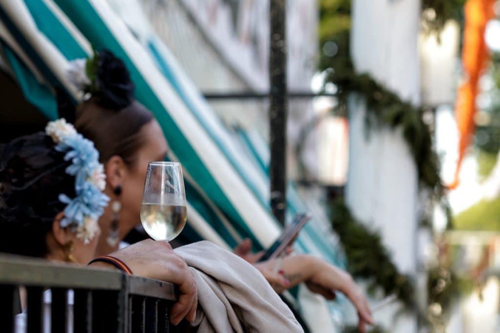 Bares de Sevilla decorarán sus locales a modo de casetas durante la Feria