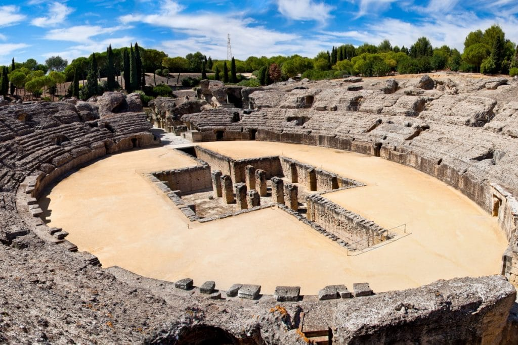 Viaja a la Sevilla romana a través de estas visitas guiadas a Itálica