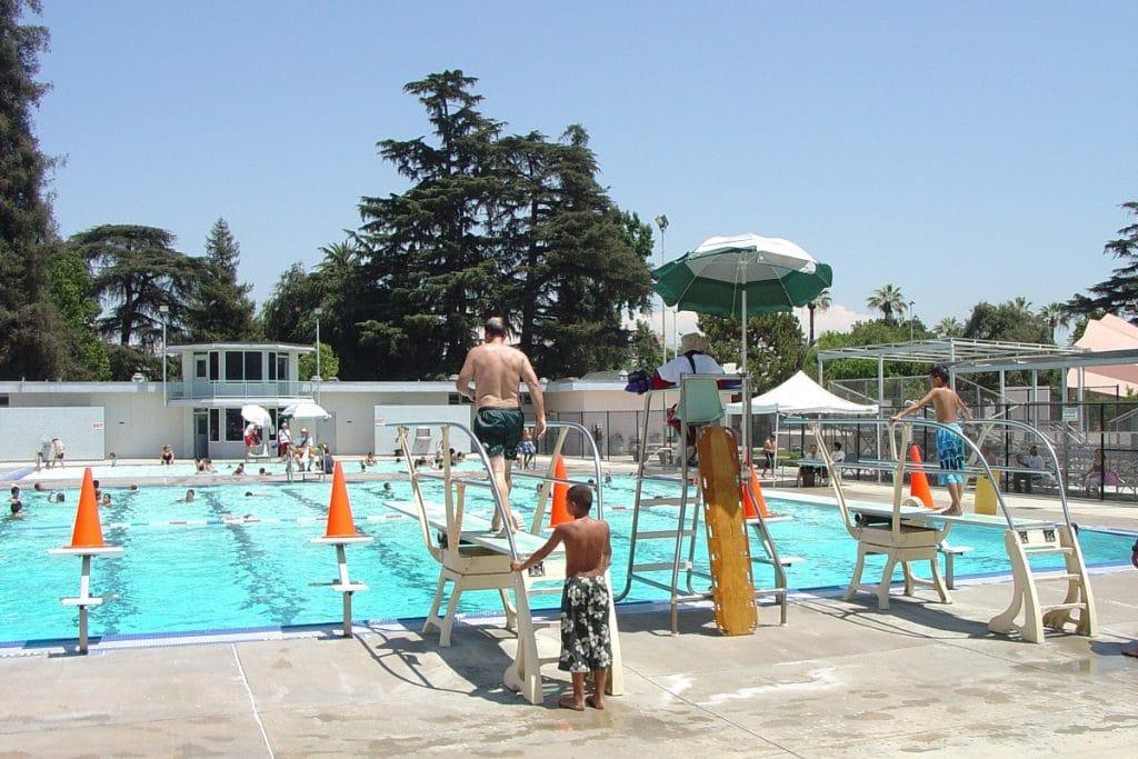 Las piscinas municipales de Sevilla se preparan para recibirte este verano