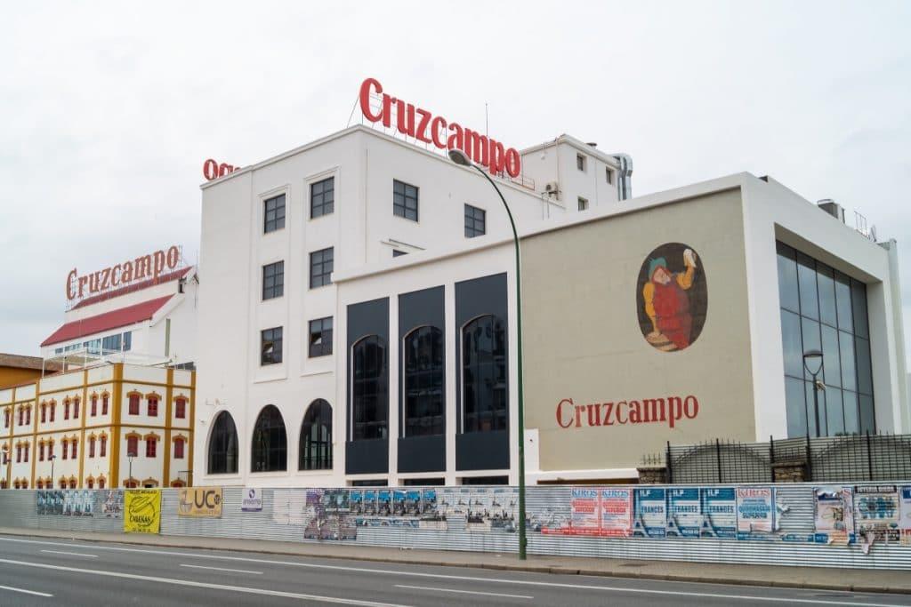 Así es Factoría Cruzcampo: el nuevo espacio de la cervecera en Sevilla
