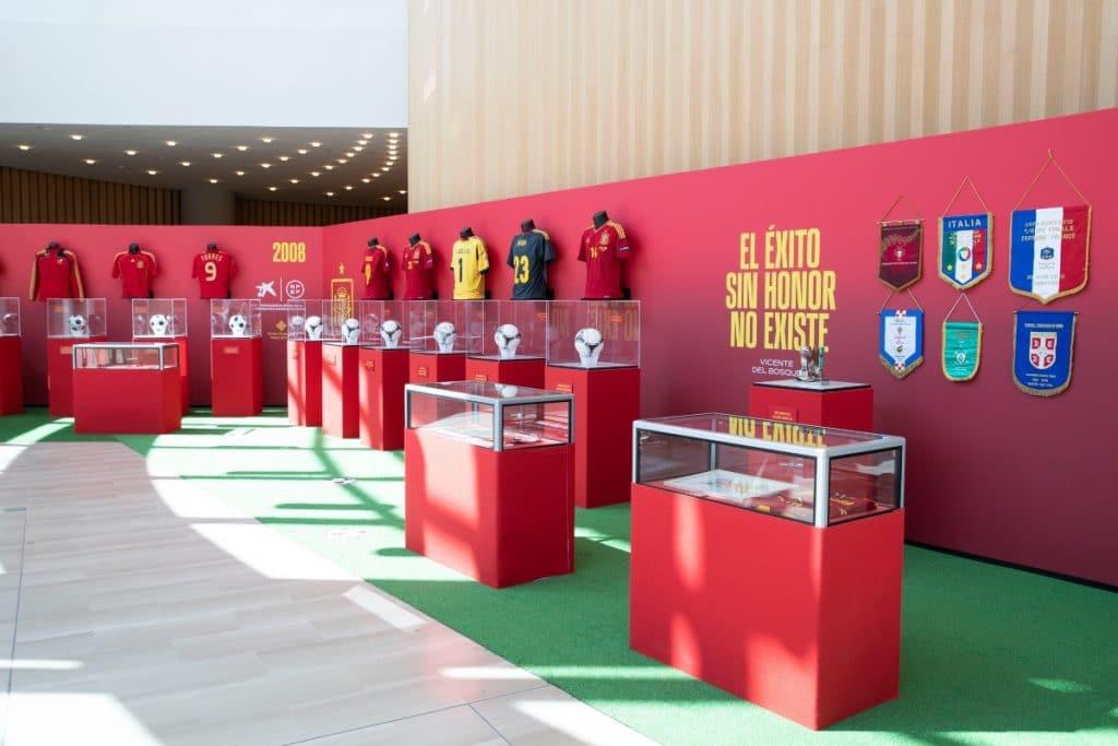 La exposición de la Selección Española de Fútbol que ha conquistado la Torre Sevilla