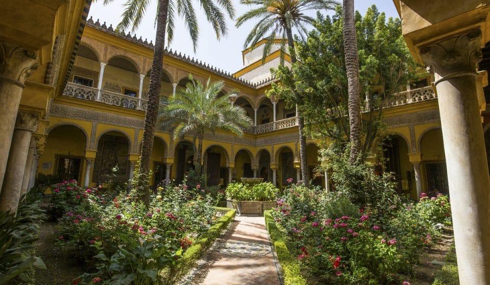 Visita el palacio de Las Dueñas de noche con flamenco en directo