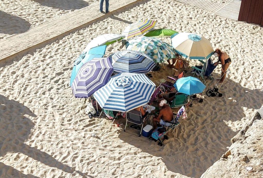 La formación romana en tortuga aterriza en las playas de Cádiz «para proteger las papas aliñás»