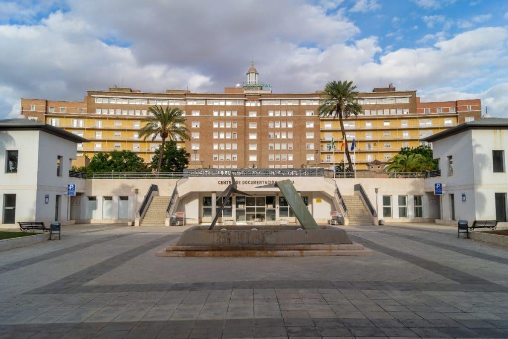 Un hospital sevillano es el que más personal tiene de España