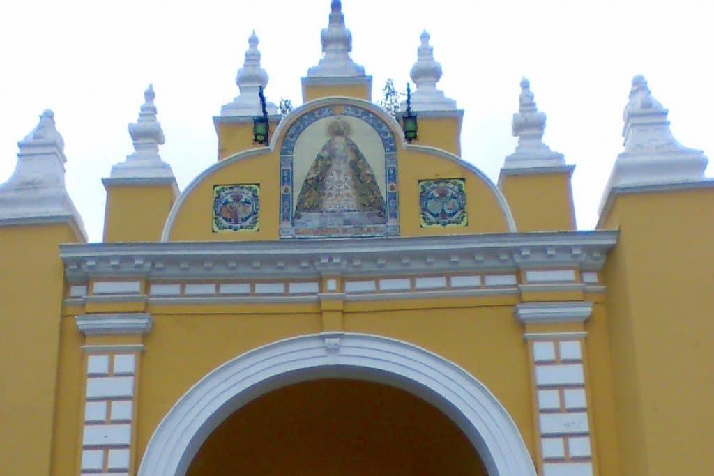 Descubren que el Arco de la Macarena tenía otros colores originalmente