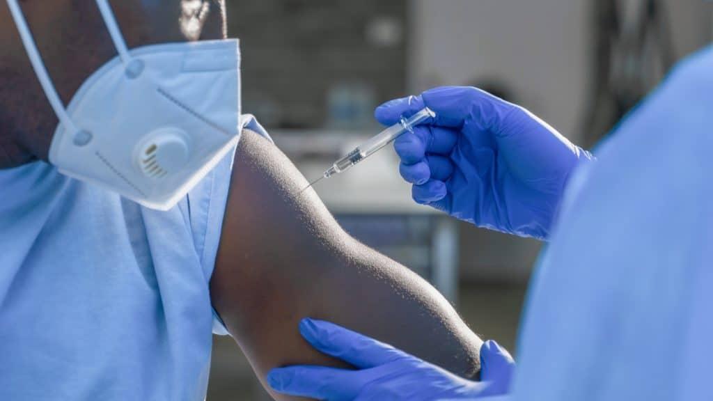 Andalucía empieza a vacunar con la tercera dosis a inmunodeprimidos este viernes
