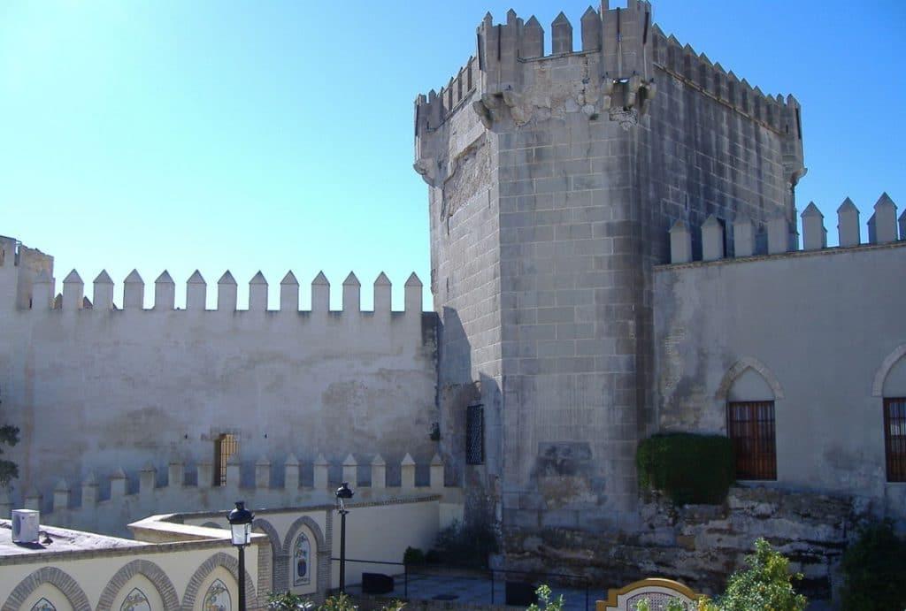 Se vende una casa y un restaurante en un castillo con 700 años de historia