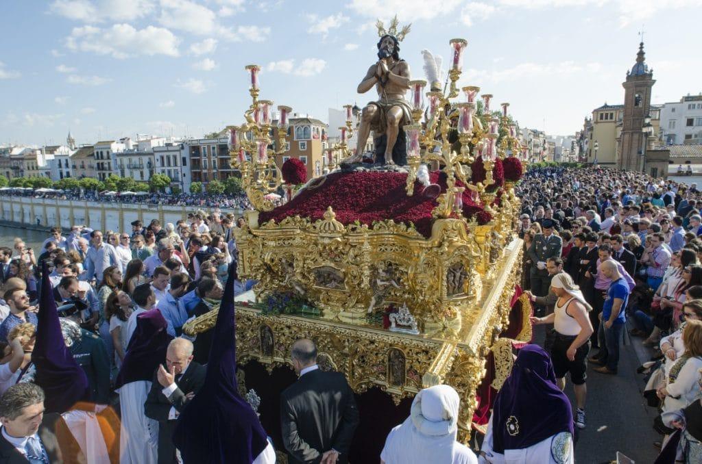 El Arzobispado de Sevilla da luz verde a la vuelta de las procesiones «con normalidad»