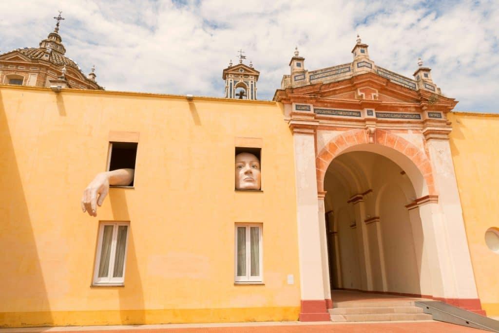 6 lugares icónicos de Sevilla donde el color albero es el rey