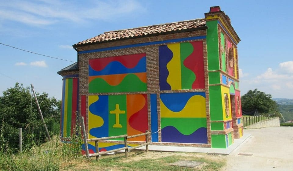 Cappella del Barolo, la particolare chiesa colorata nelle Langhe