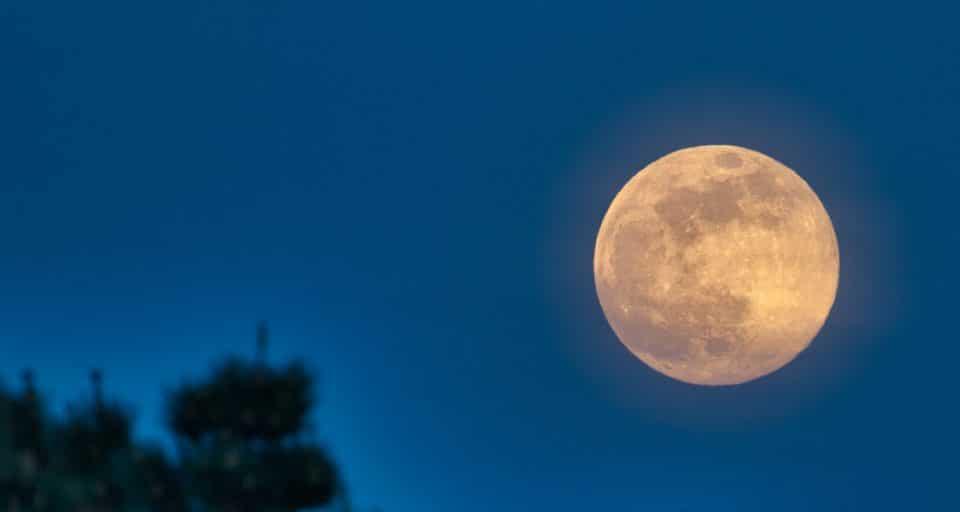 """Questo mercoledì puoi vedere la """"Superluna dei fiori"""""""