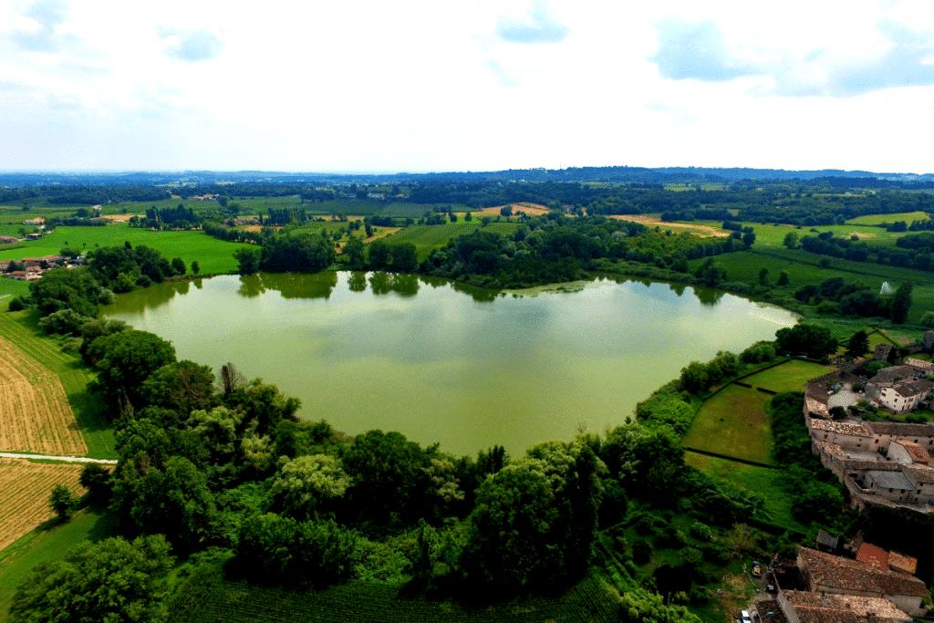 lago a forma di cuore