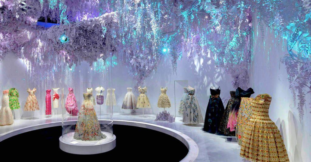Confinement : découvrez la sublime exposition virtuelle «Christian Dior, Couturier du Rêve»