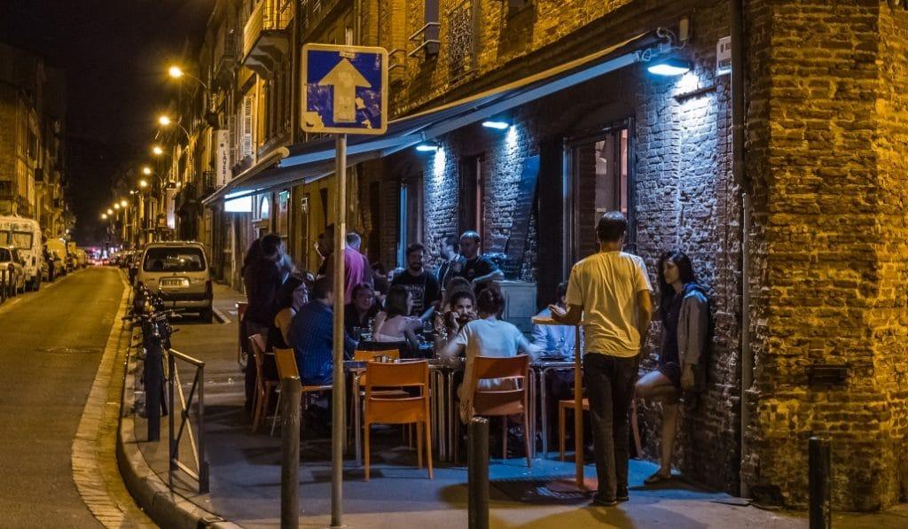 Dès demain, les bars et restaurants devront obligatoirement fermer à 1h du matin à Toulouse !