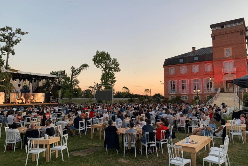 Le Château de la Garrigue accueillera cet été encore des dizaines de Spectacles d'Humour en plein air !