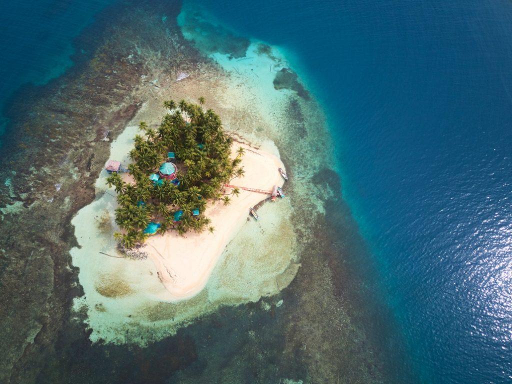 10 îles françaises privées à louer sur Airbnb pour s'isoler de ce monde de tarés