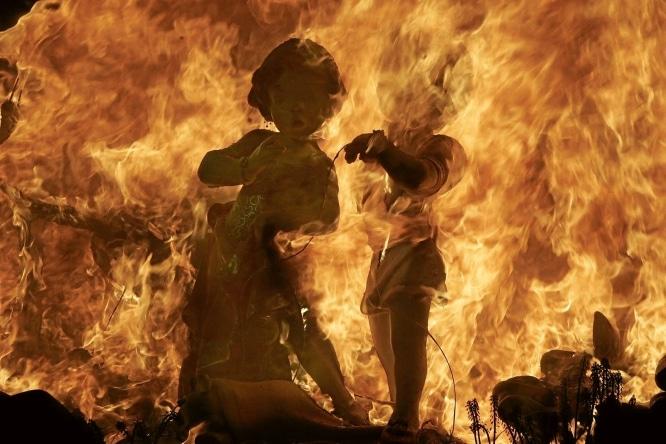 7-Fallas-burning