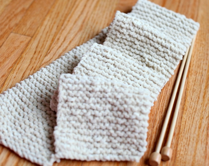 Knitting-a-Simple-Scarf
