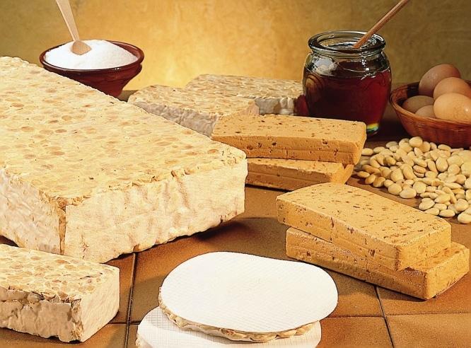 Almendra, miel y tradición: turrones artesanos de la tierra