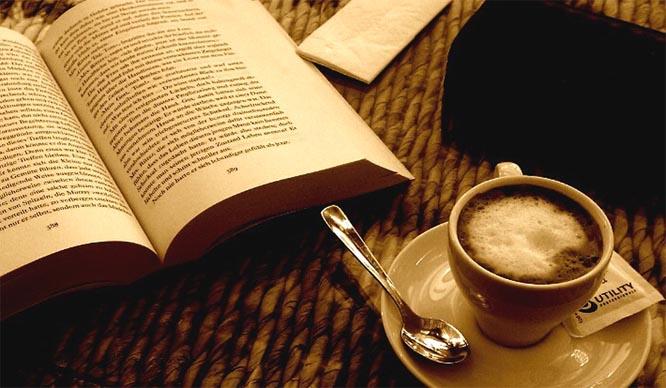 El placer de un café y un libro: las mejores cafeterías-librerías de Valencia