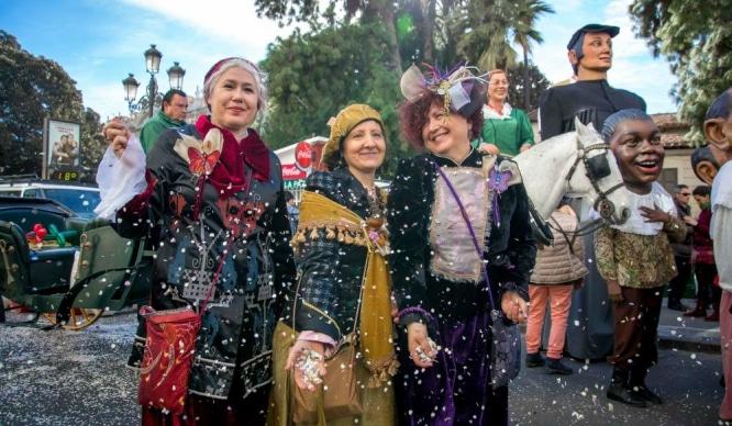 La cabalgata de las Reinas Magas reúne a miles de personas en las calles de Valencia