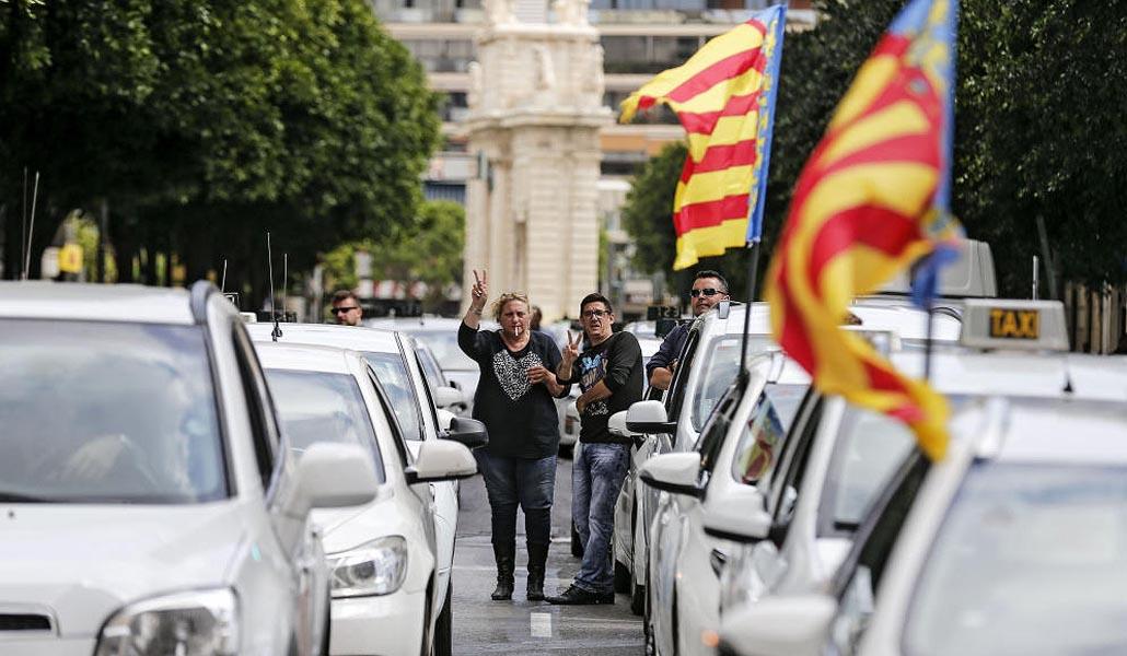 Los taxis harán mañana un paro de dos horas como protesta contra los VTC