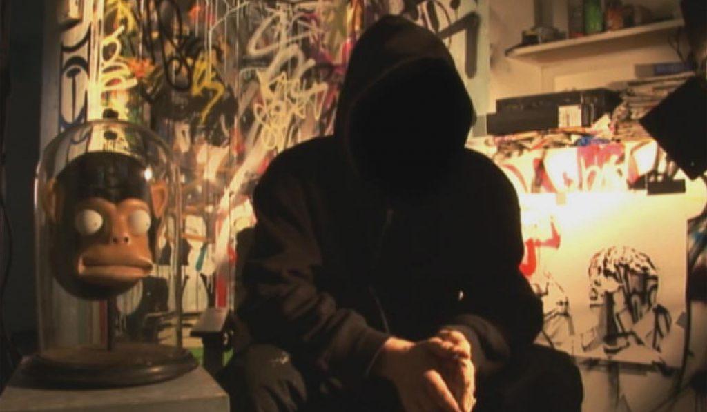 Cine sobre arte urbano en la pared de un solar