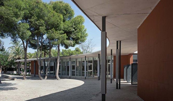Pabellón de acceso, auditorio y administración en el Colegio de Santa Teresa de Jesús