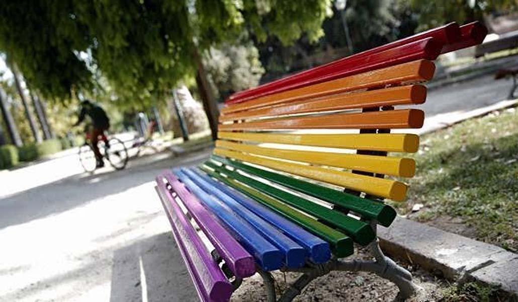 Los colores LGTBI adornarán los bancos de Valencia