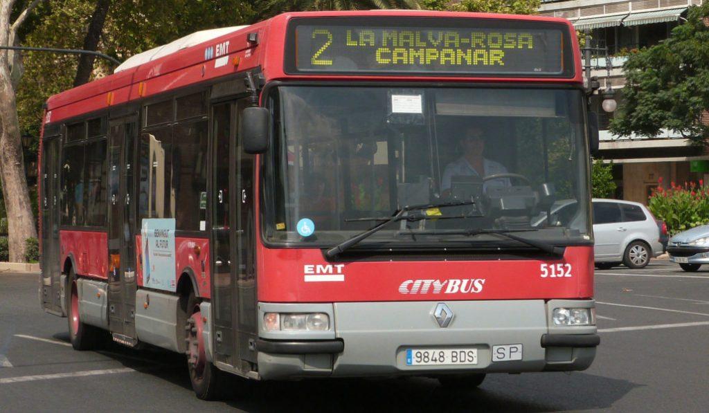 Los autobuses de la EMT tendrán WiFi y pantallas de TV más grandes