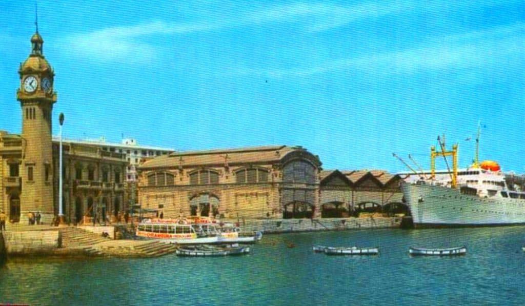 Aparece la histórica Escalera Real bajo la dársena del puerto de Valencia