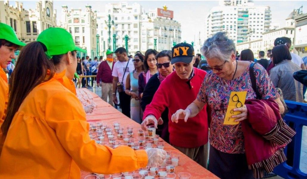 Horchata y zumo de naranja gratis en la plaza de toros de Valencia