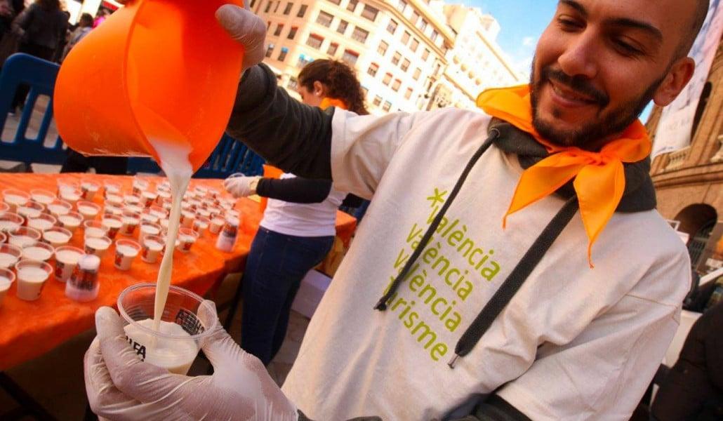 Horchata y zumo gratis en la plaza de toros de Valencia