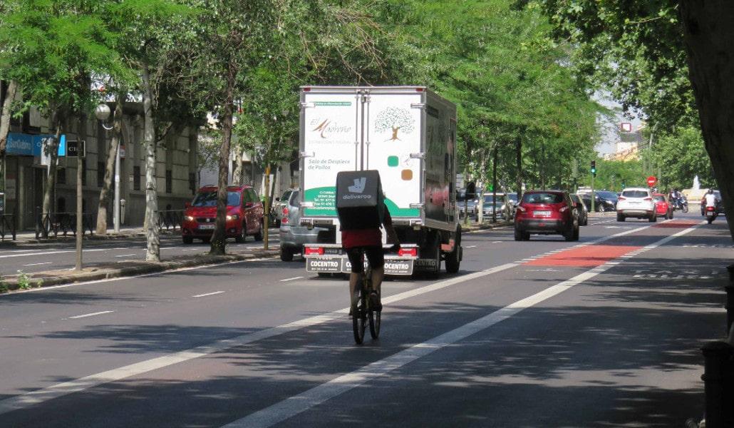 Valencia prepara un carril bici compartido con el autobús