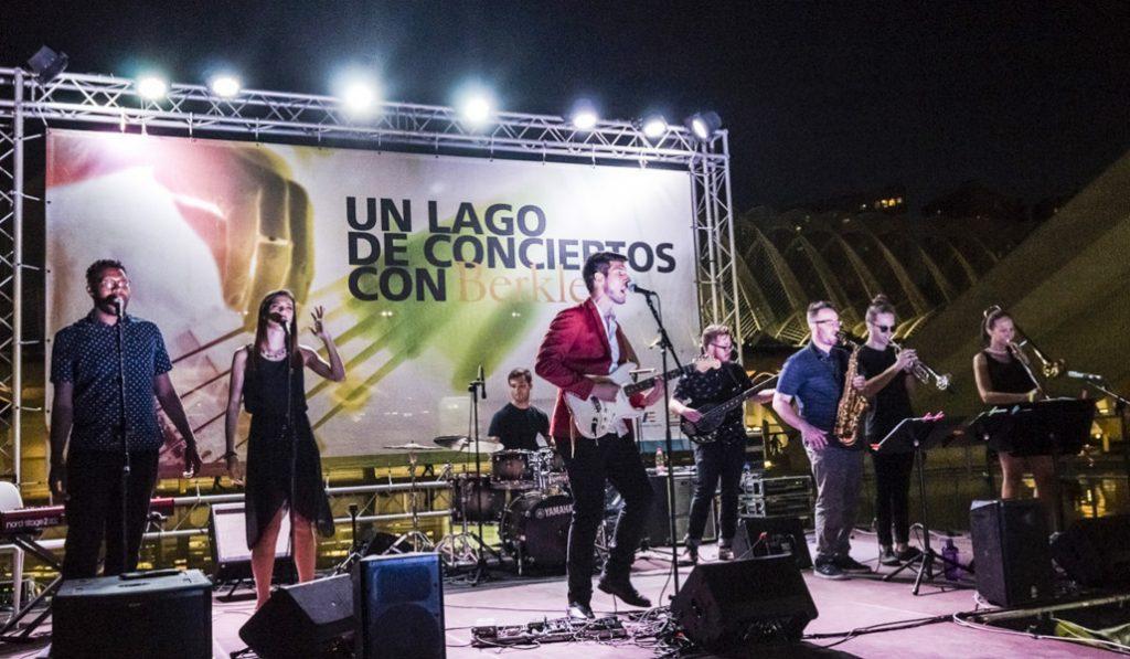 valencia noche disfrutar lago conciertos