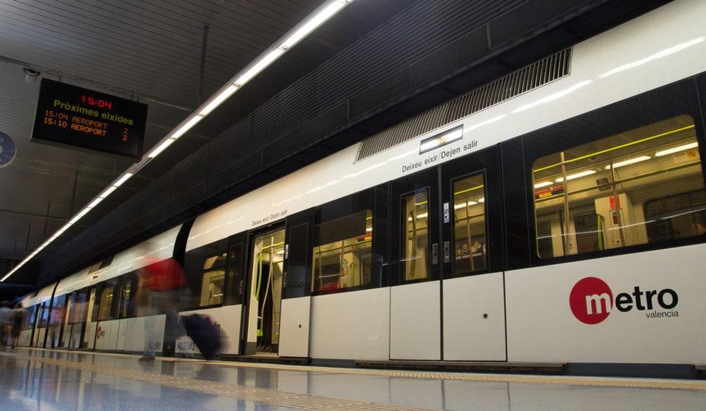 Metrovalencia abrirá por la noche durante el puente de la Constitución