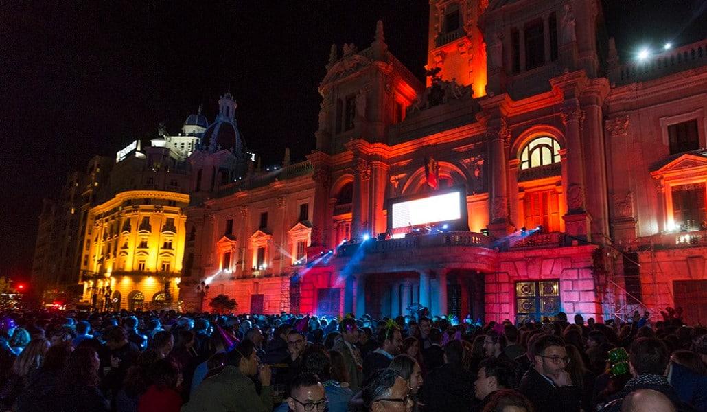 Nochevieja en la plaza del Ayuntamiento: campanadas, fuegos artificiales y djs