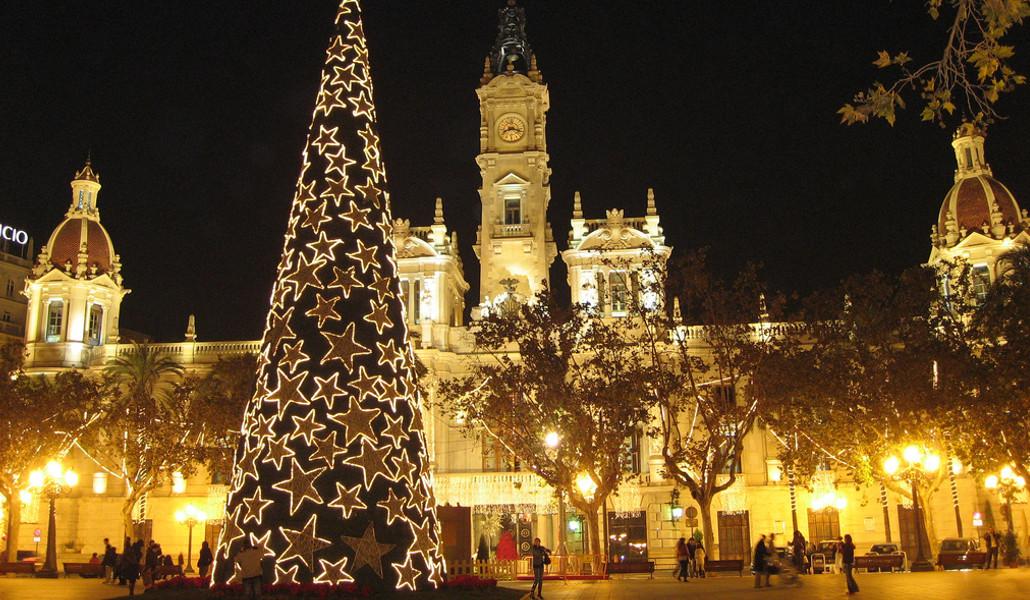 Navidad en Valencia: encendido de las luces y el árbol en la Plaza del Ayuntamiento