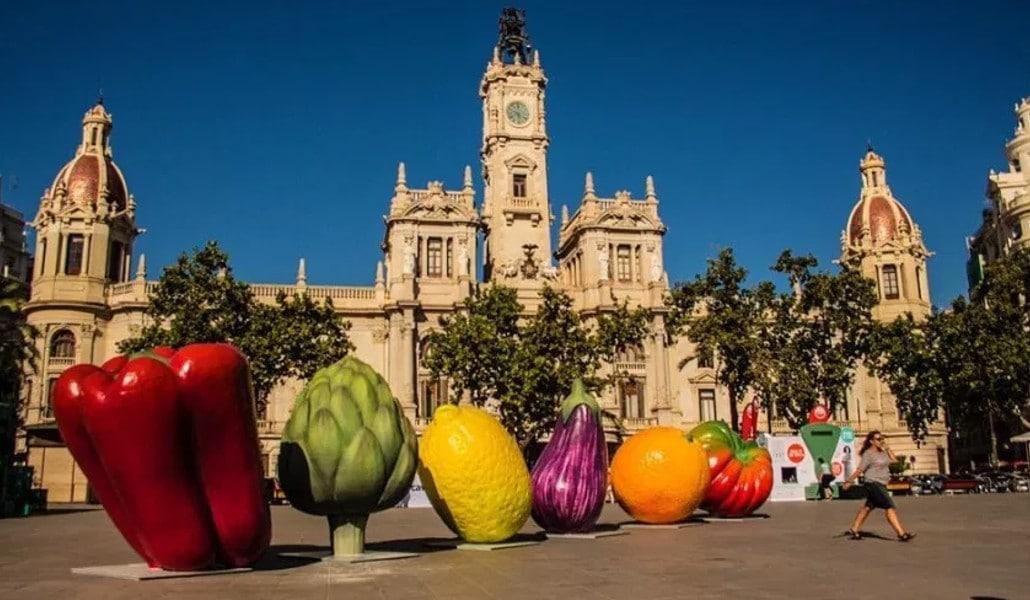 Frutas y hortalizas gigantes invaden de nuevo Valencia