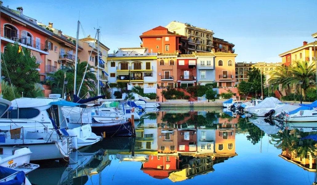 Port Saplaya: ¿un destarifo o la pequeña Venecia?