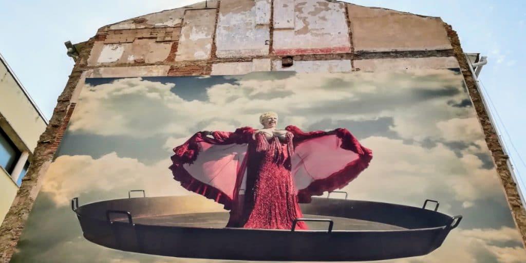 ¿Quién es esta mujer y por qué hay una foto de ella en El Carmen?
